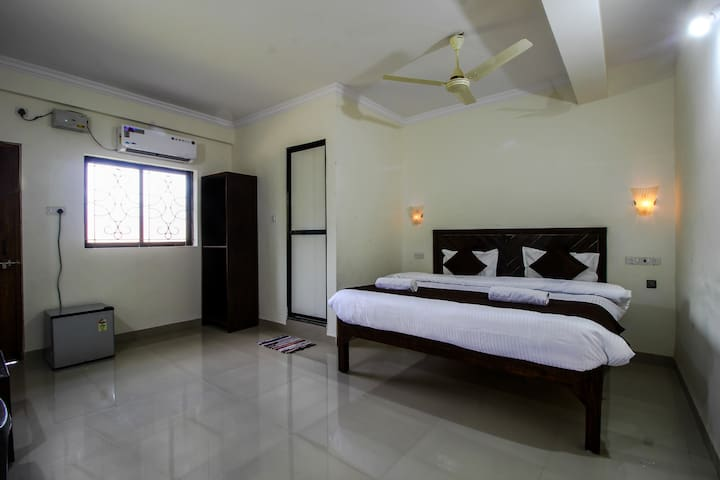 Deluxe BnB  Close To The Baga Beach