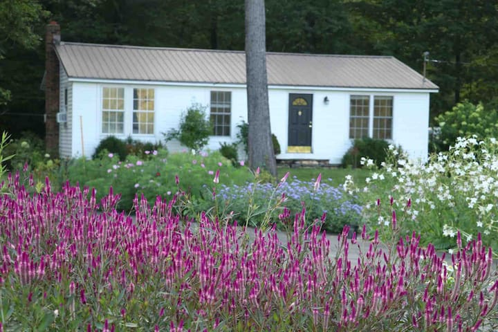 The Cottage at Everything Botanical llc