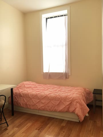 Small room nearby C-train station (female only)