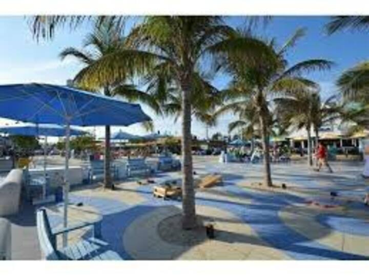 4605 #11 - 100 yards from the beach!!!