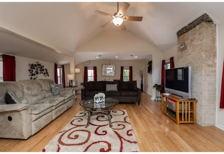 Chic Upper Level Home | Perfect Location