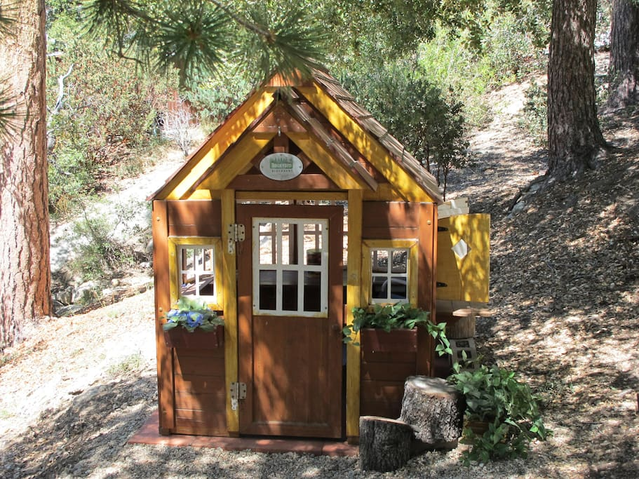 """Little Paradise"" Playhouse"