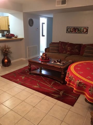 2 Bedroom Apt in Metarie Near New Orleans