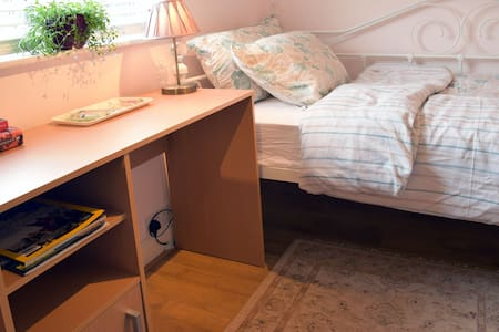 Cosy & Comfy single room near Guildford Central - Guildford - Huis