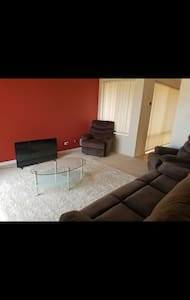 2 single rooms available - House