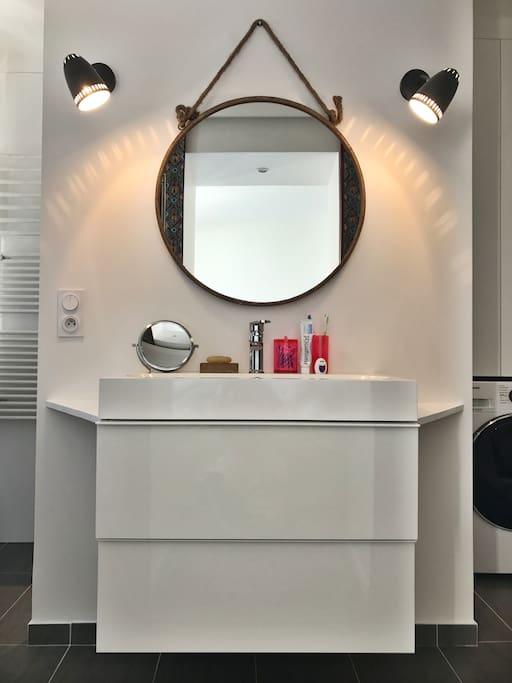 Salle de bain 1 / Bathroom 1