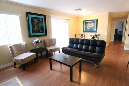 Cheerful 2 Bdr Condo - Close to Red Rocks!