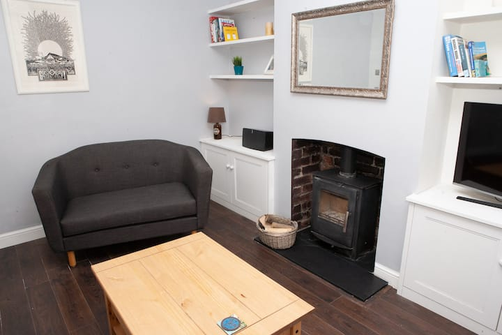 Spacious 2 Bedroom Property in Bristol