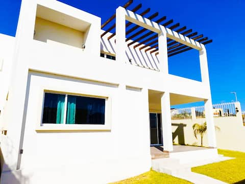 Hermosa casa con terraza y jardín