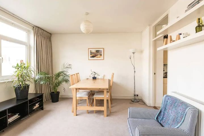Bright room next to Hoxton Square