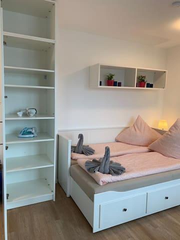 Düsseldorf Apartment Zimmer/Room 2.1