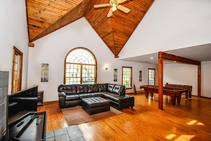 100% Legal Pocono Rental:Le Château - 8Bed/8.5Bath
