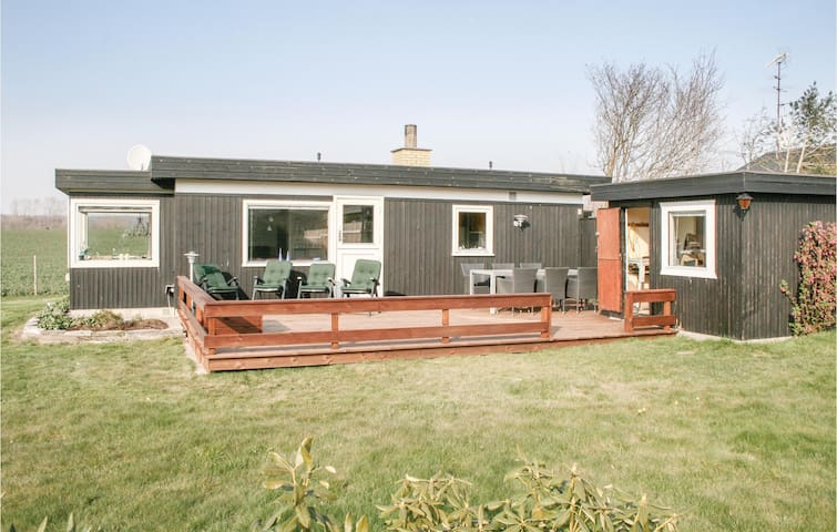 Holiday cottage with 1 bedroom on 64m² in Faxe Ladeplads