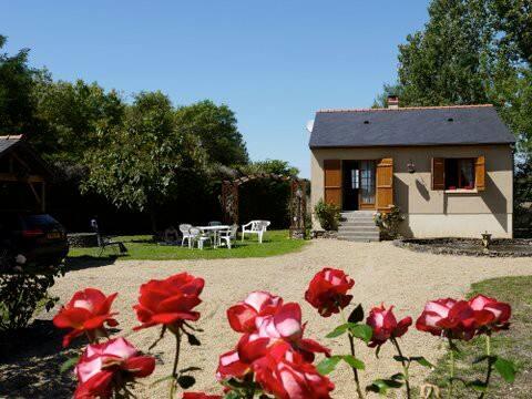 Charming Riverside Cottage in Wine Making Region