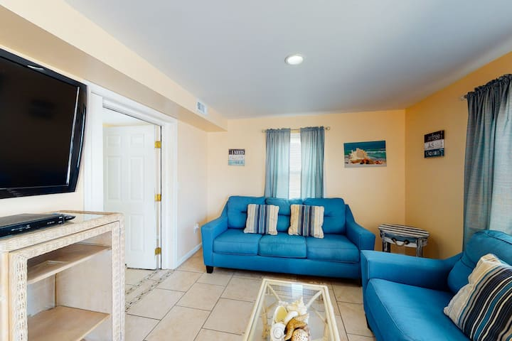 NEW LISTING! Spacious, two-level, bayside condo - close to everything!