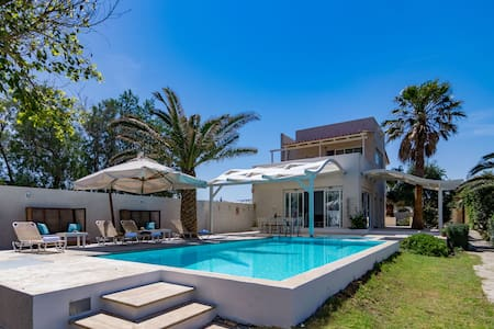 Waterfront Villa,Next to Amenities,Private Pool - Sfakaki - Vila
