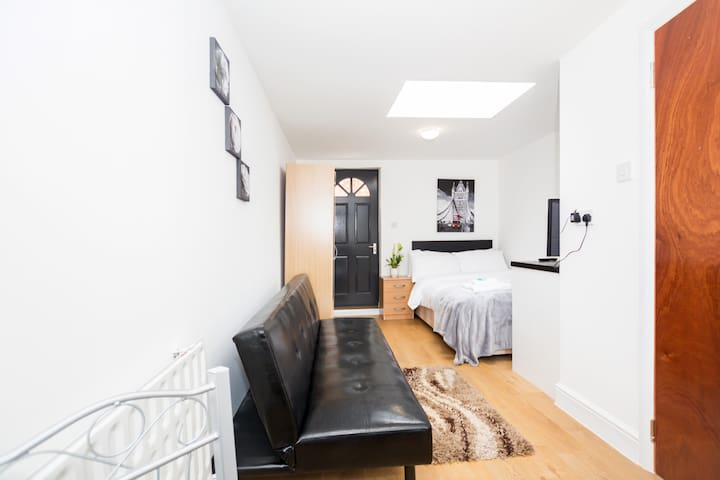 Bright Studio Apt in angel, Central London!