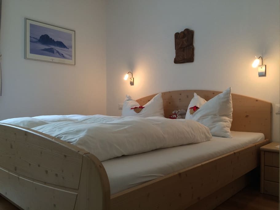 "Apartments Dolomie - camera da letto - Schlafzimmer - bed room ""Saslong"""