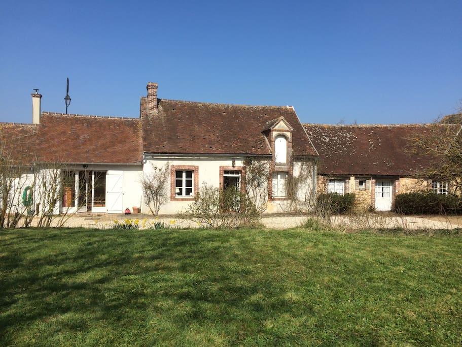 La maison est une ancienne ferme rénovée