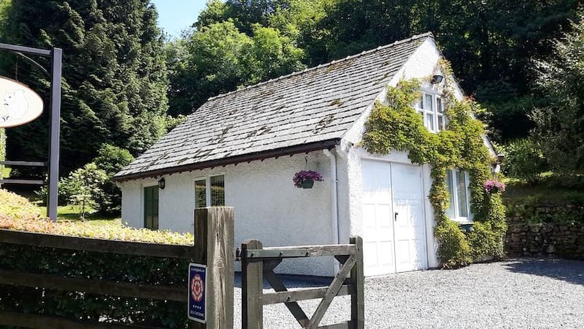 Detached holiday cottage with off street parking for guests