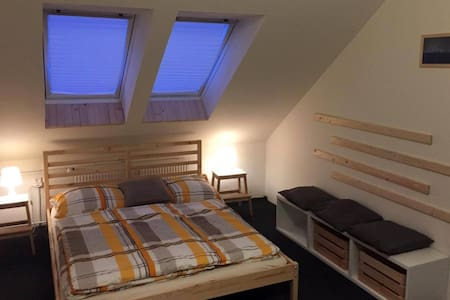 Attic room for up to 6 guests. - Praga