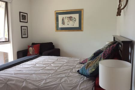 Affordable Spacious room with loads of extras - Tallebudgera - Дом