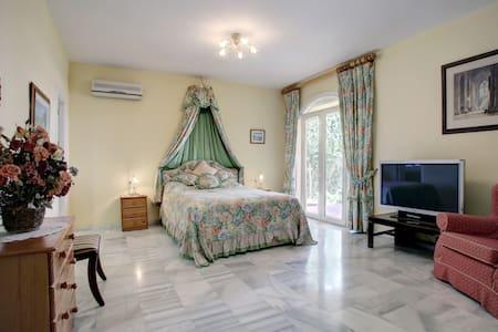 En suite Bed & Breakfast in Sotogrande - San Roque - ที่พักพร้อมอาหารเช้า