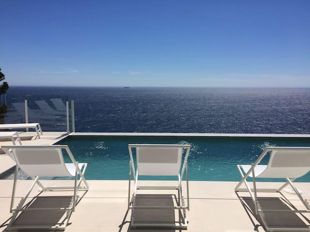 Maravillosa villa vista mar 180° en primera línea