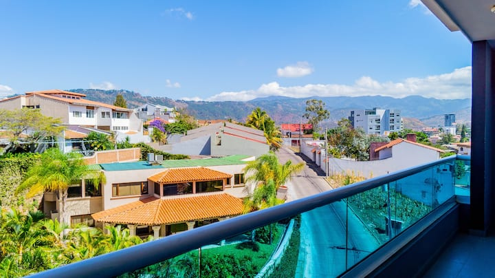 Luxury apt w/Rooftop Area—Location&Views—Las Lomas