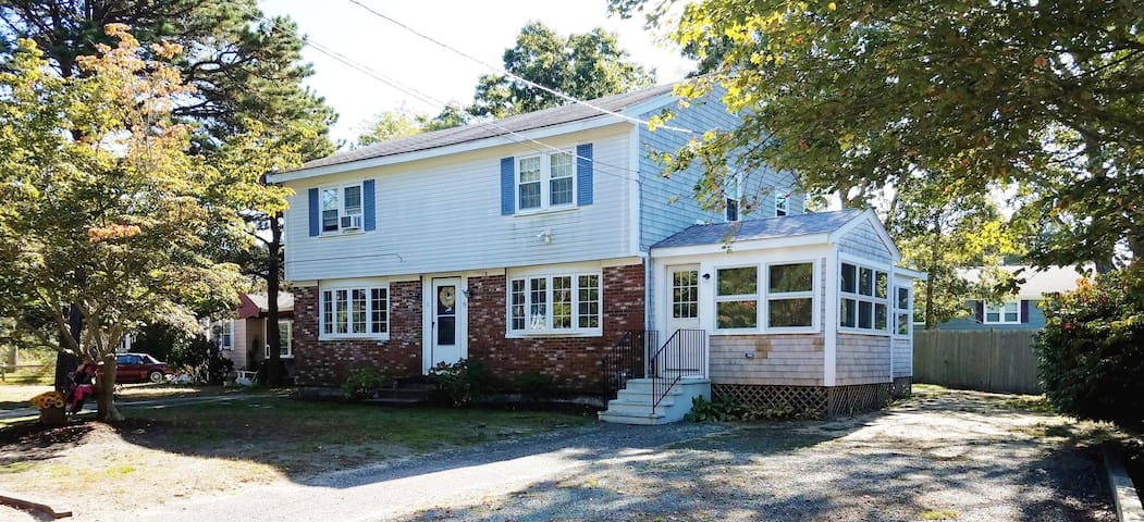 2 bedroom Yarmouth  house with 3-season room, west