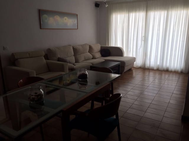Mrs Smith Large Caella Apartment for 8 - Pineda de Mar - Byt