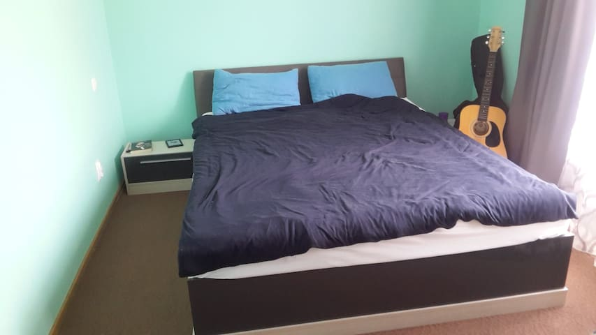 Cozy room in modern,spacious apart - Cluj-Napoca - Apartemen