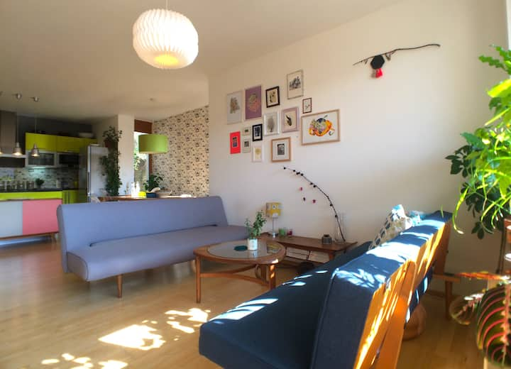 Luxury apartment with garden and private parking