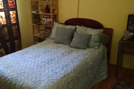 Private Bedroom right off of 280, Empty House - Portola Valley