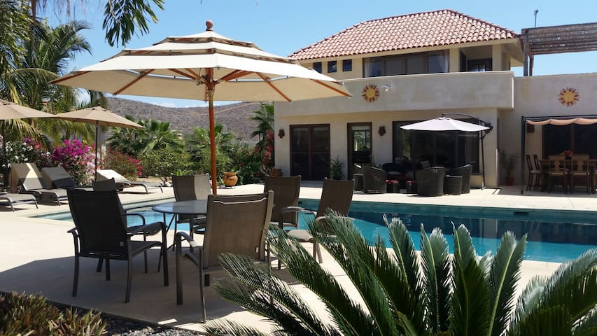 Oasis with Pool, Minutes to Beach - El Pescadero - House
