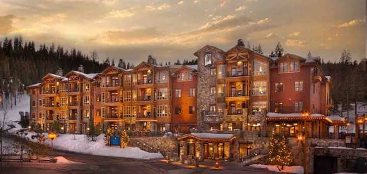 Sleeps 6, at Lake Tahoe Northstar, ski-in/ski-out