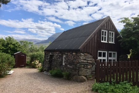 Cosy, renovated old croft house in superb area.