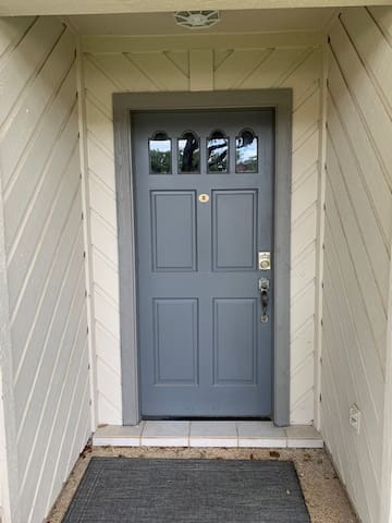 Front door entrance with automatic code entry