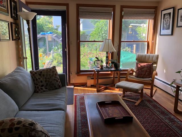 private entrance off beautiful organic garden.  couch opens to a comfy queen sized air bed if you need an extra bed.  Relax and watch the birds and chill before your easy walk into the downtown and many waterfront restaurants.