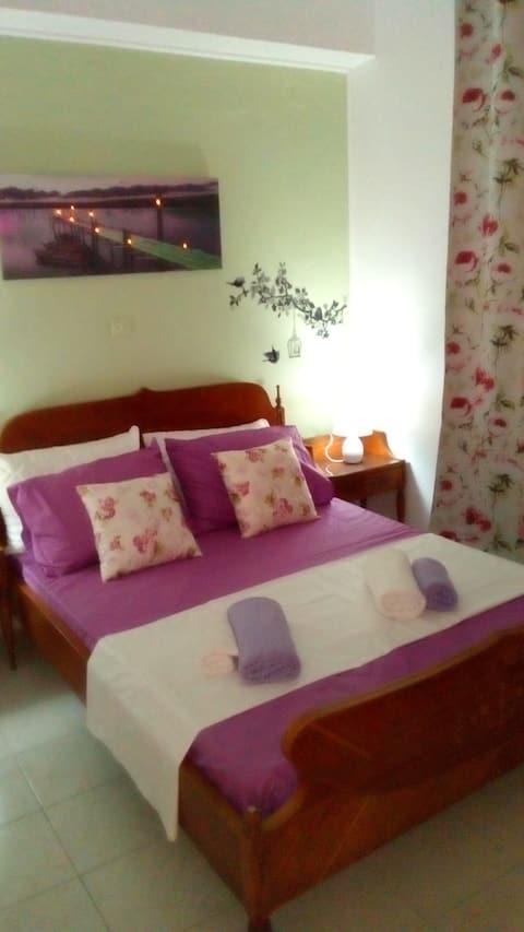 Small apartment 10 min (walk) from Piraeus port
