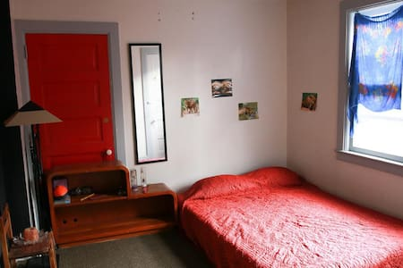 Comfy & quiet private room near Capitol square - Madison - Pis