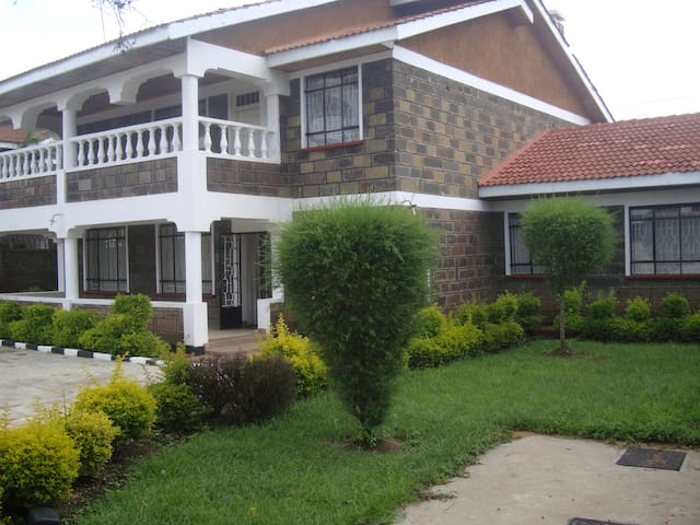 Stay with a kenyan family - Nakuru - Casa