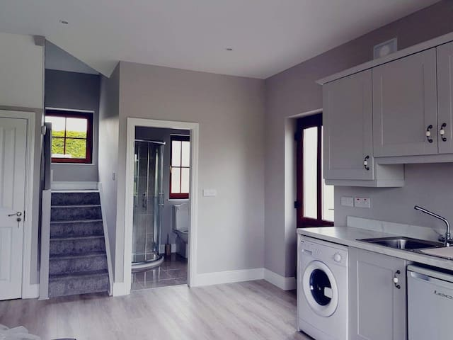 1 Bed Apt, max 4 guests, inc. secure parking