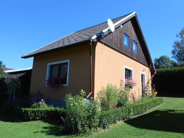 Chata 100 metrů od Lipna - Černá v Pošumaví