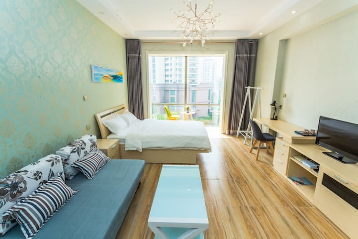 88meters to seaside& in center of city whole  APT