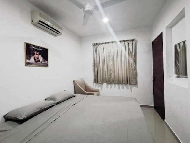 ROOM for rent w/ KING BED, private Bath , AC & fan