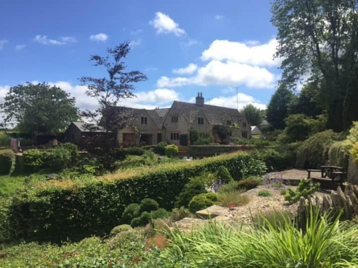 Beautiful Cotswold Stone Cottage