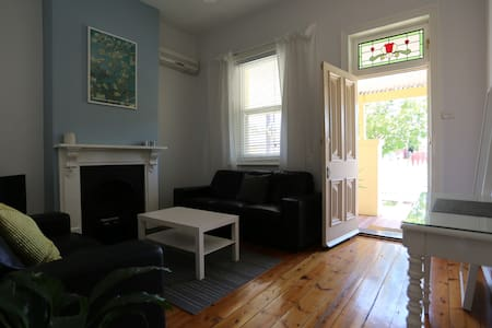 Beach Cottage with private backyard - Glenelg South
