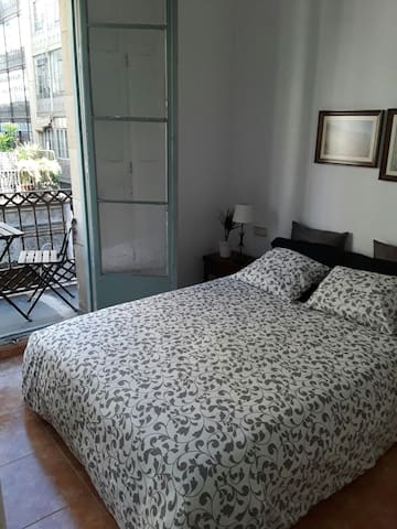 Nice Room with  balcony in the area Las Ramblas