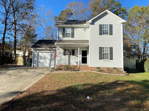 Wonderful Home 5 min. from Shopping and Dining.